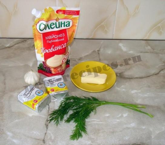 ингредиенты для бутербродов с сырно-чесночной пастой