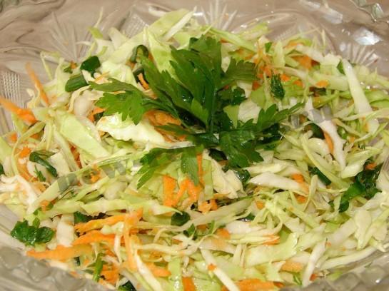 Салат из свежий капусты и яблок рецепт с