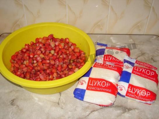 ингредиенты для клубничного варенья