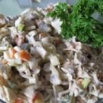 Рождественский норвежский салат из шампиньонов с пореем