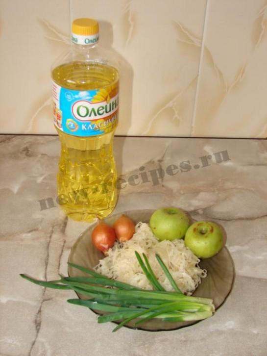ингредиенты для салата из квашеной капусты и яблок