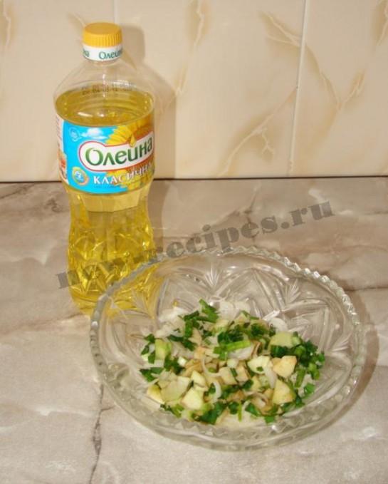 перемешаем и заправим растительным маслом