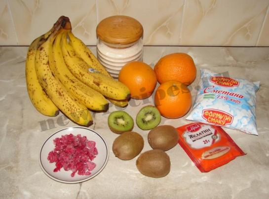 ингредиенты для десерта со сметаной, желатином и фруктами
