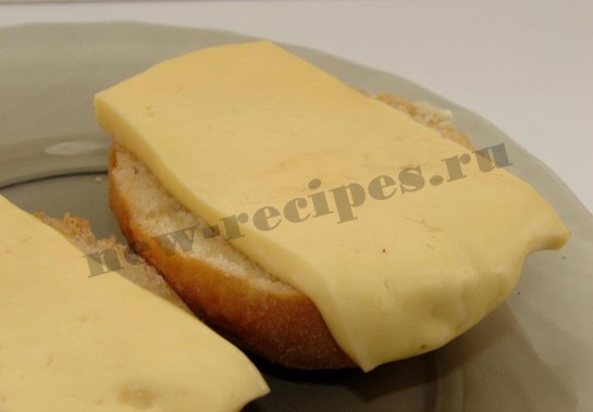 готовим в духовке или микроволновке до расплавления сыра