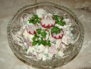 салат витаминный весенний с редиской