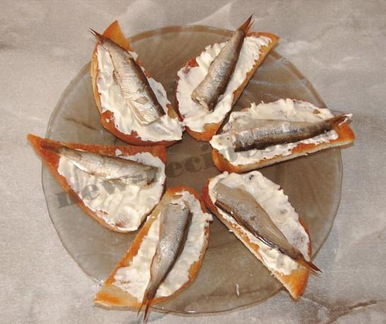 Бутерброды со шпротами 8