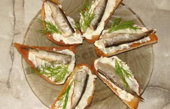 Бутерброды со шпротами 9