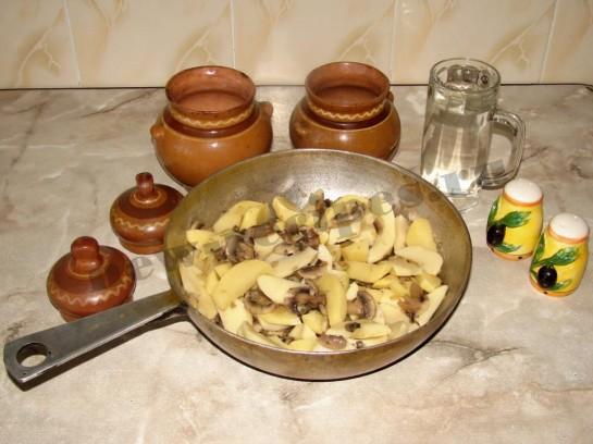 Картофель с грибами в горшочке 8