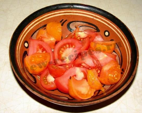 нарежем помидоры дольками