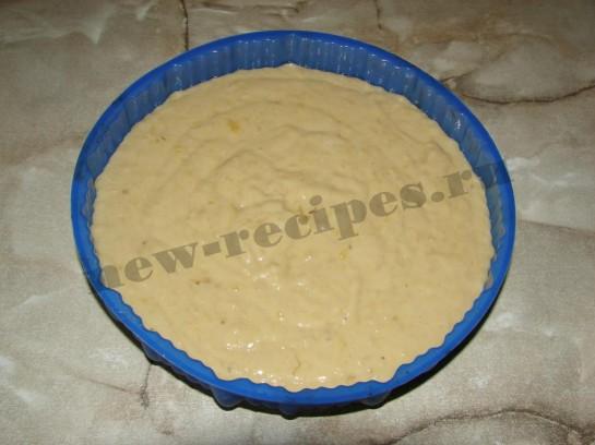 выливаем тесто в форму