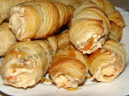 Пирожное трубочка с абрикосовым кремом 10