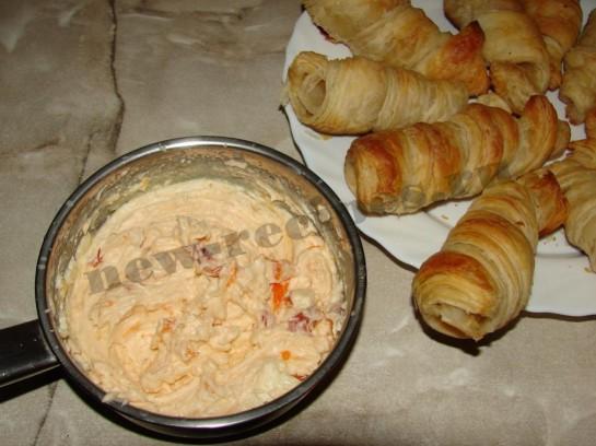 Пирожное трубочка с абрикосовым кремом 8