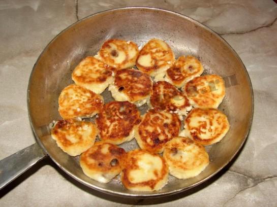 Сырники с изюмом 7