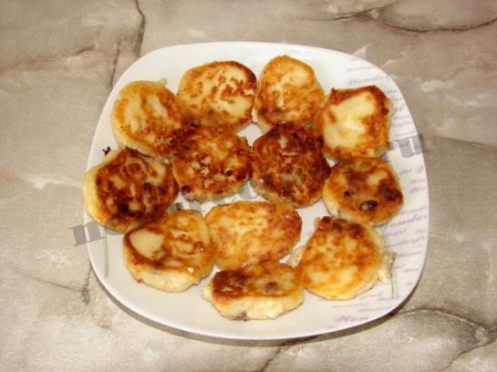 Сырники с изюмом 8