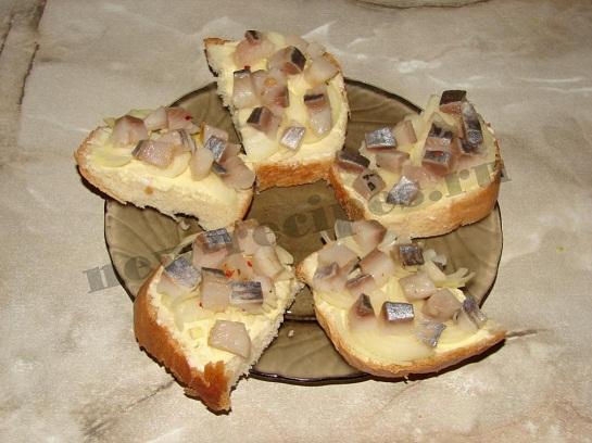 Бутерброд с селёдкой 6