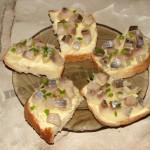 Бутербродики с селёдочкой и зелёным луком