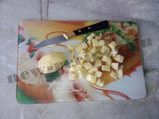 нарежем картошку кубиками