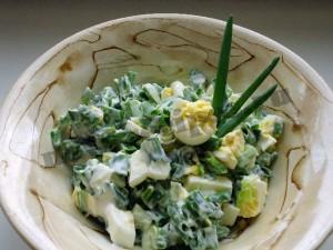 весенний салат с зеленым луком