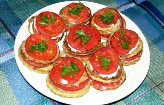 кабачки жареные с помидорами 1