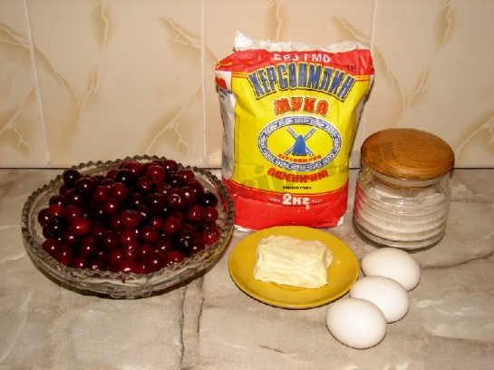 ингредиенты для бисквитного пирога с вишней
