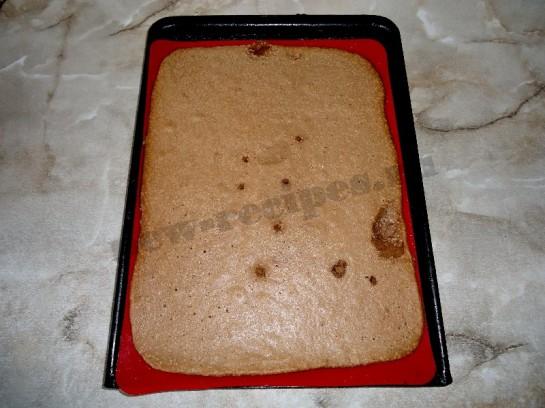 шоколадный бисквитный рулет с кремом 12