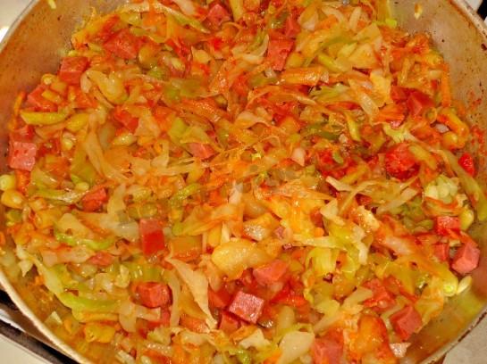вкусное рагу с колбасой 8
