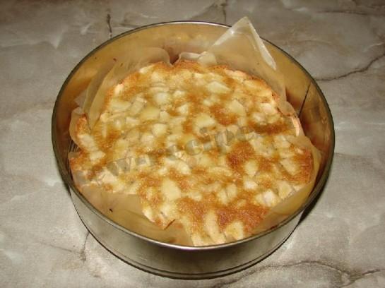 выпекаем шарлотку с яблоками