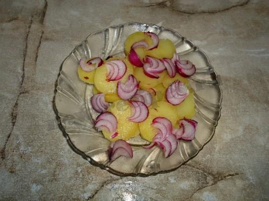 вкусный салат с грибами и соленым огурцом 3