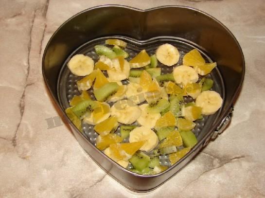 желейный десерт со сметаной и фруктами в виде сердца 2