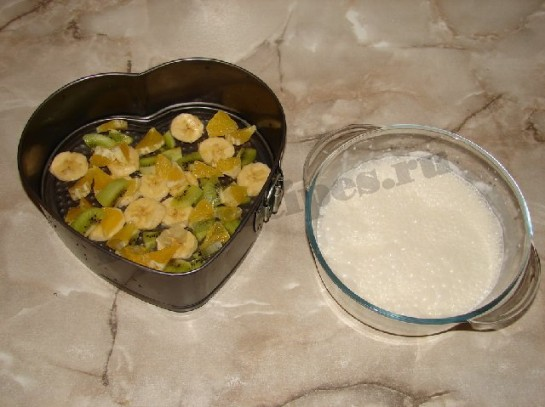 желейный десерт со сметаной и фруктами в виде сердца 5