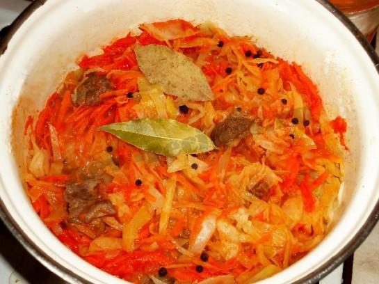рецепт вкусной тушеной капусты с мясом 10