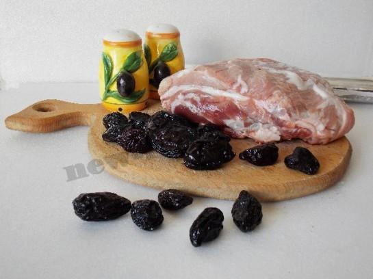 мясной рулет с черносливом фото 1