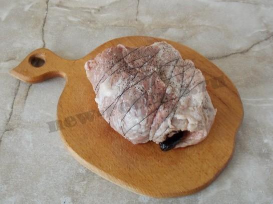 мясной рулет с черносливом фото 4