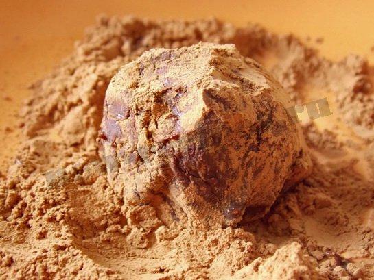 обкатываем шарики в какао