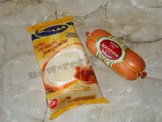 ингредиенты для слоеных розочек с колбасой