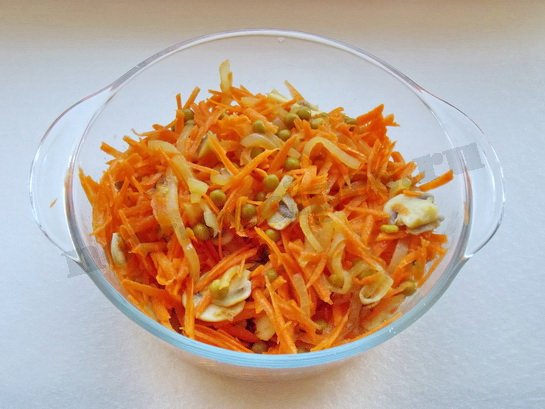 перемешиваем морковный салат