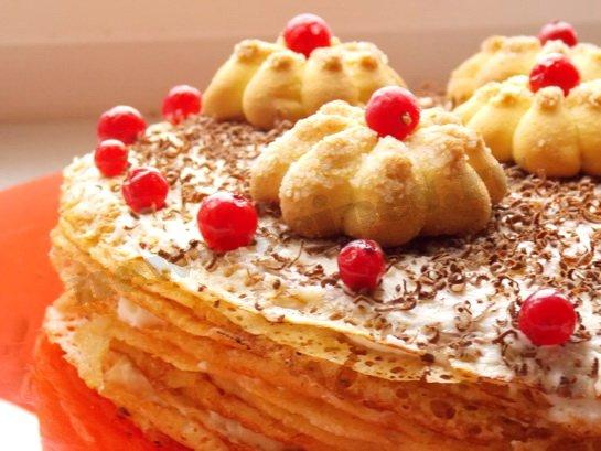 блинный сладкий торт с творожным кремом и сливками