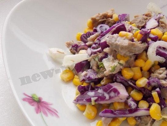 салат с вареным мясом и кукурузой