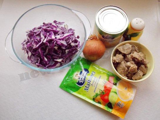 ингредиенты  для салата с мясом и кукурузой