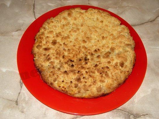выкладываем остывший пирог на блюдо