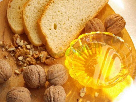 ингредиенты для сладких бутербродов с мёдом