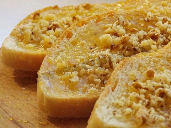 быстрые бутерброды с мёдом и орехами