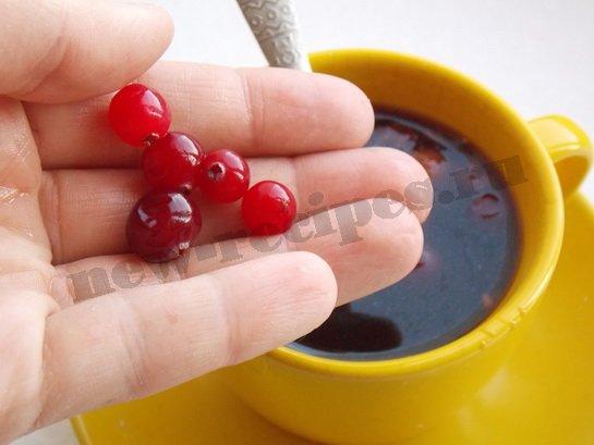 всыпаем в кофе ягоды