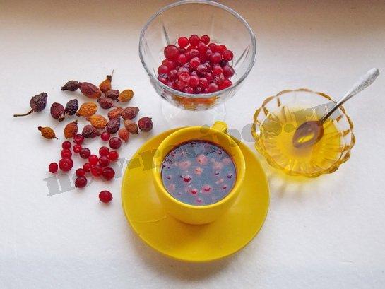 кофе с медом и ягодами готов