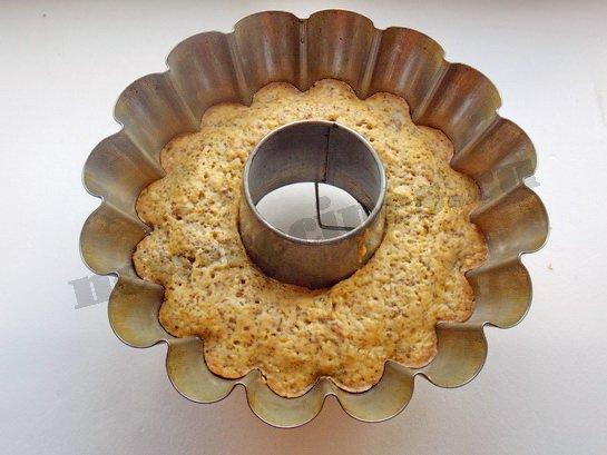 выпекаем кекс с орехами