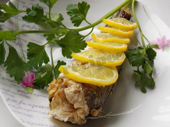 рыба запеченная с лимоном готова