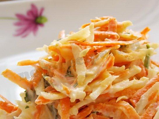 салат из сельдерея с морковью готов