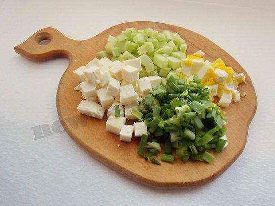 режем ингредиенты кубиками