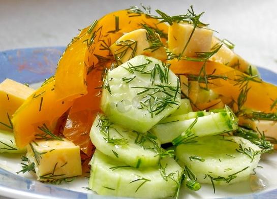 заправляем, и вкусный весенний салат готов!