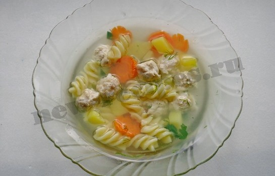 суп с фрикадельками и макаронами готов